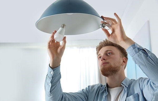 A man changing the light bulb